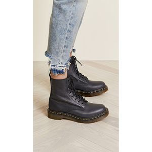 DR. MARTEN Pascal 1460 Gray combat boot